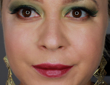 green dramatic fall makeup