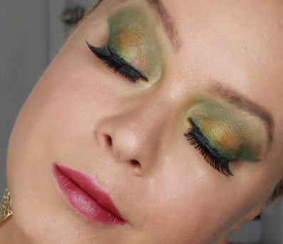 Green dramatic fall make up